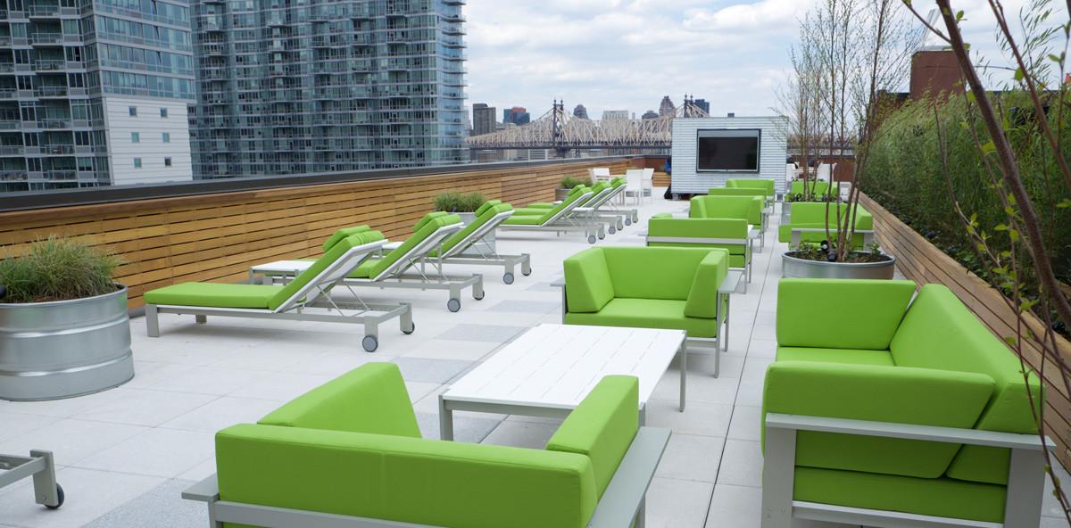 MAXIMILIAN Roof Deck